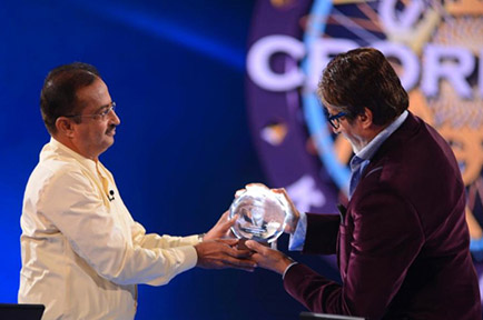 A Presto product being gifted to Shri Amitabh Bachchan